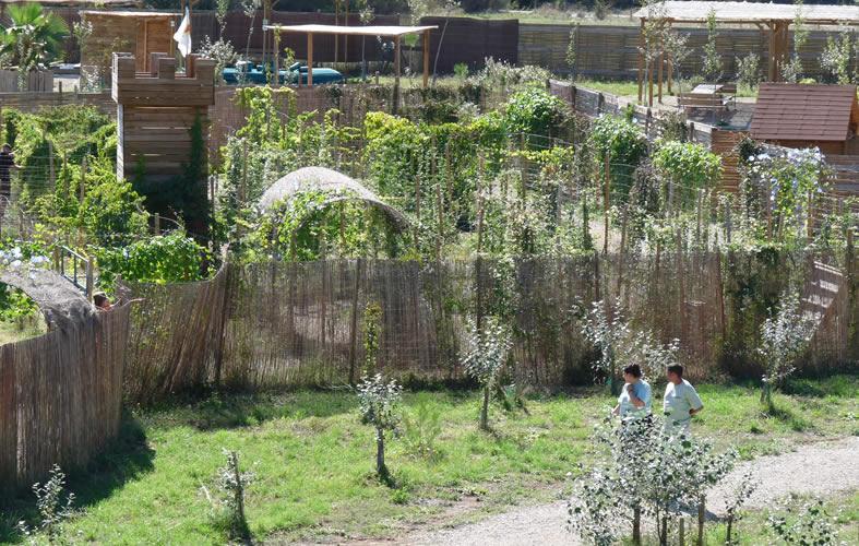 Labyrinthe végétal géant   Parc d\'aventures Hérault